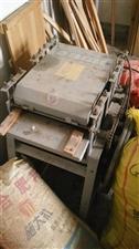 家具厂不办了,超低价甩卖木工机器设备如上图片。能用上的请联系,电话:18979653313