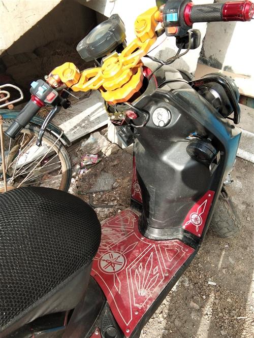 踏板摩托车,骑着非常冲,便宜卖了
