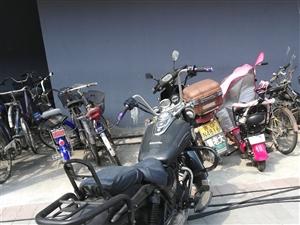 钱江太子摩托车,新车一万多,自己简单改装,嘎嘎板正,2000元出售一毛钱不讲,能看车诚心买的打电话:...