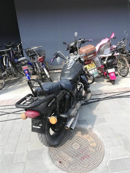 钱江太子摩托车,新车一万多,自己简单改装,能看车诚心买的打电话:15584878989张先生