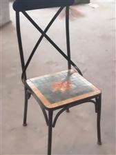 急售闲置多套二手桌椅,八成新,腾仓库,铁艺的80元一套(一桌二椅),木质的150一套(一桌四椅)。