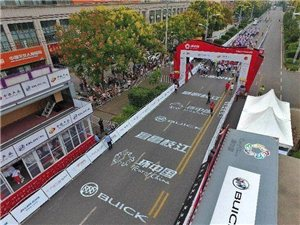 今天上午2018第九届环中国国际公路自行车赛宜昌枝江赛段在枝江市举行