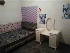 轻松巷1室 0厅 1卫1800元/年