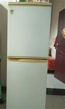 一台海尔冰箱,