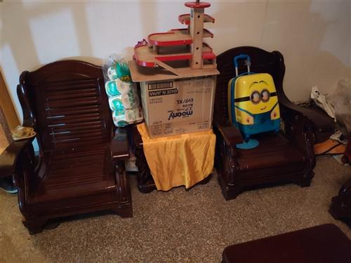 二手實木家具,茶幾,床,實木沙發,床墊等,要搬家了,很多東西拿不走,有需要的可以電話聯系,15618...