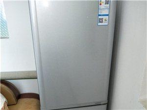 二手冰箱出售,买来才一个月,家用有点小了,准备重新买,所以冰箱低价出售,正规发票都有,康佳216毫升...