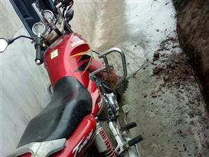 出售一辆二手架子自用摩托,洗了和新车差不多。