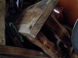 本人有四张纯实木桌椅有需要可联系我价格便宜
