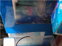 鱼缸可以养鱼……有灯和遥控板……需要的联系我13096722233