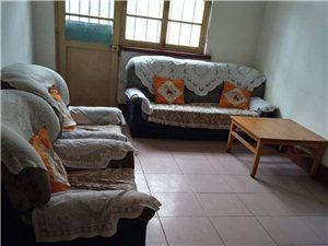 学区房北门组团2楼三室两厅一卫带储藏室18平