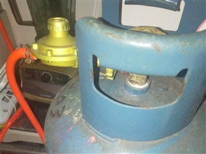热水器加煤气罐一套转让,煤气还有气,热水器才买几个月,本人在儋州那大,可以送,