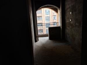 维也纳美泉宫4室2厅2卫76万元