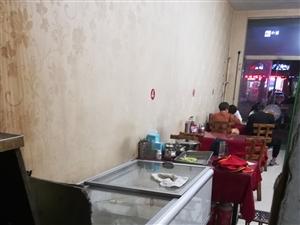 二手烧烤设备低价出售,设备齐全,烤炉一套,冰柜两个,木质加不锈钢餐桌椅若干,接手即用,有意者联系!非...