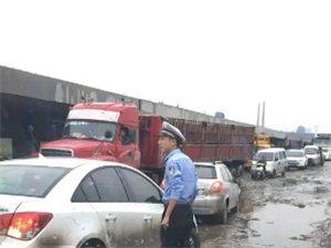 今早蟒川桥严重堵车中发生的一幕
