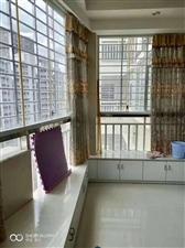 东城丽景3室2厅2卫2500元/月精装修
