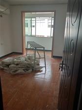芹南路3室 2厅 2卫152万元精装修