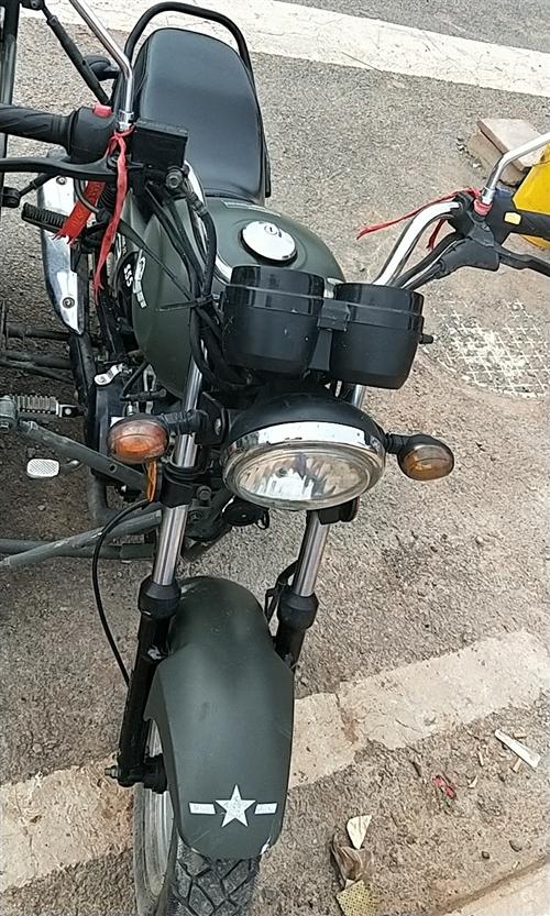 边三轮摩托车。可以上牌,想要的朋友请联系,非诚勿扰价格面议,电话15772525262。
