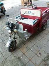 出售九成新京港电动三轮车车况非常好,车厢长一米三宽一米,电瓶良好行程五十里