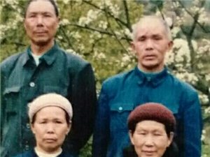 公元一九八八年七月,奶奶仙逝,三叔贺兼耀为母亲写的祭文