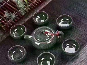 冰裂茶具(ju) 冰裂�S是指在多(duo)��(ceng)次的(de)立(li)�w�Y��裂�y,造成�q如花瓣般的(de)��(ceng)面(mian)。杯壁厚��,口�(yuan)��(kuan)敞,�S薄而� �fu) ..