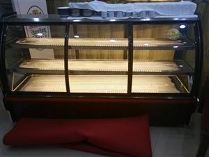 个人刚买的新直冷的柜嘎嘎板正。用不到了,处理2100元