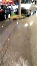 天呀,这车撞的也太狠了!下雨天大家出行一定要注意安全!切记