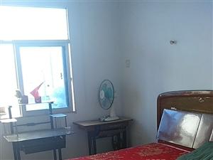 万安苑旁2室 1厅 1卫300元/月