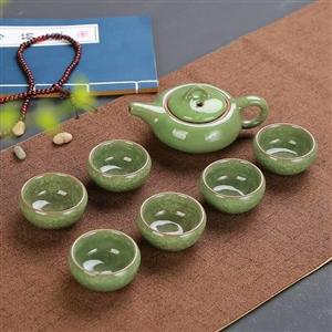 �肀�裂茶具 冰裂轴是指在多层次的立体结构裂纹,造成犹如花瓣般的层面。杯壁厚实,口缘宽敞,轴薄而质细,...