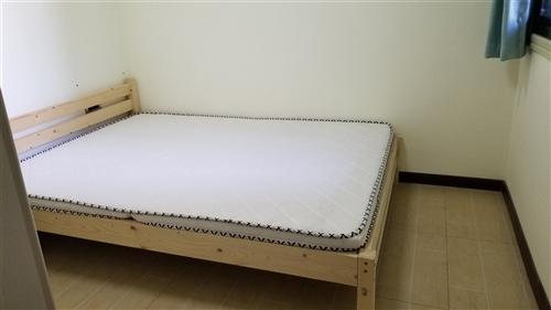 有一张1.5的床,因要换个高低上下床,现在转卖,原来买成839,拆装方便。有真心想要的联系我,床在龙...