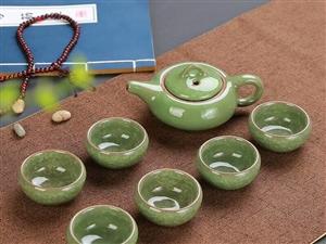 冰裂茶具 冰裂�S是指在多�哟蔚牧Ⅲw�Y��裂�y,造成�q如花瓣般的�用�。杯壁厚��,口���敞,�S薄而� �,�S...