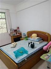 滨江花园旁5室 2厅 2卫48万元