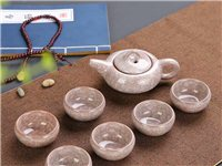 冰裂茶具 冰裂軸是指在多層次的立體結構裂紋,造成猶如花瓣般的層面。杯壁厚實,口緣寬敞,軸薄而質細,軸...