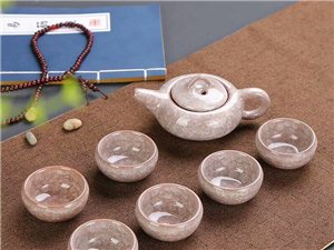 冰裂茶具 冰裂�S是指在多�哟蔚牧Ⅲw�Y��裂�y,造成�q如花瓣般的�用妗1�壁厚��,口���敞,�S薄而�|�,�S...