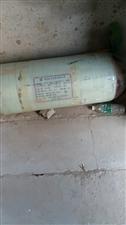 面包车上的加气罐,低价出售有需要的联系8成新,公称容积70L