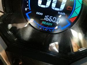 因去外地便宜出售一辆趴赛电动车,八九成新白色,无磕碰划痕,电瓶72V?2组,2000W高速电机,买时...