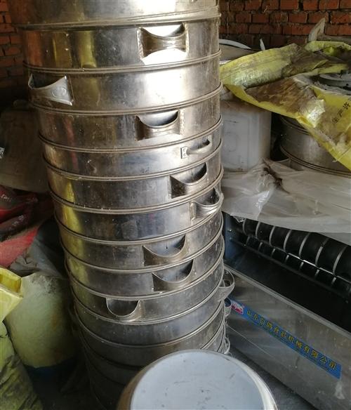 低價出售    正想要開早餐店的注意了!!      出售:一個壓面機,兩個和面機,一個饅...
