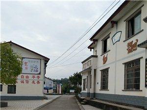 高速路下的农民新村