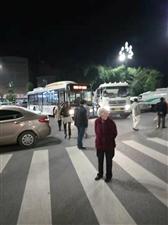 就在刚刚,柏溪现代城环卫车和公交车又撞上了