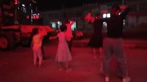 一起来跳广场舞,大人孩子皆宜