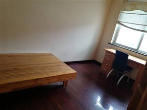 教师楼1楼6O平+园30精修好1000/月