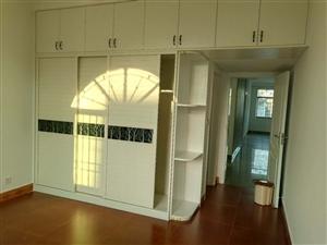 登峰大道4室2厅2卫68.8万元