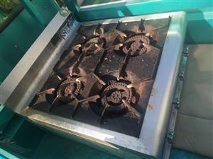 三头炉,四头炉使用时间半年多,八成新,没来得及打扫,现低价出售,400一件