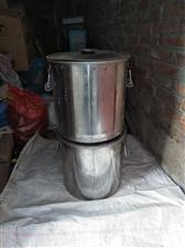 不锈钢桶两个,八九成新,买了没怎么用,现搬家腾地方处理
