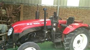出售,洛拖400拖拉机一台,带一个小麦播种机,拖拉机9成新。因本人在外地,没时间开。