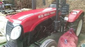 出售,洛拖400一台,带一个小麦播种机,拖拉机9成新,因本人在外地没时间开。