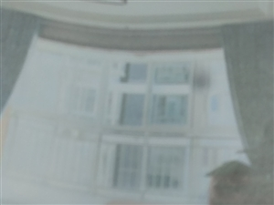 江畔明珠3室 2厅 2卫76.8万元