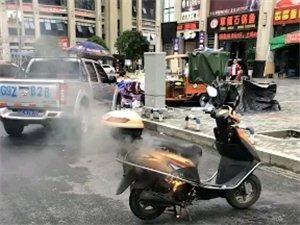 国平这里看见电瓶车居然自燃了,你们猜猜这是什么牌子的