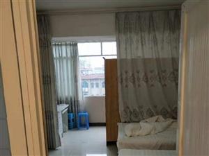 融亿3室 2厅 2卫2700元/月