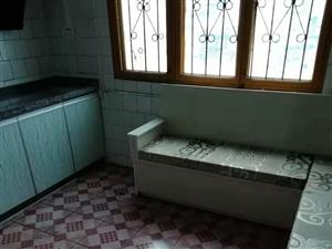 二中附近3室 1厅 1卫8800元/月