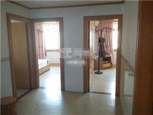 龙湖,中层,精装,家具齐全,月租1800元
